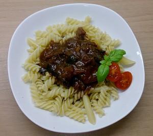 Tomatengulasch mit Aroniawein